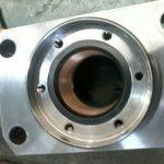 Nesta imagem você consegue ver o cabeçote do cilindro depois de usinado, e as vedações sendo montadas